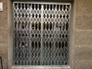 puerta metalica badalona